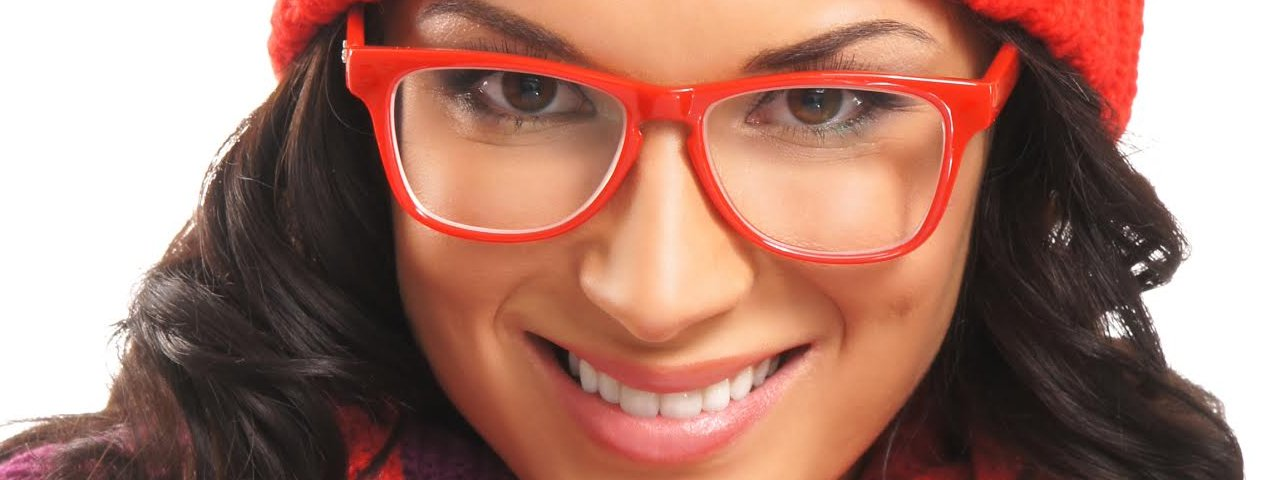 lady_red_glasses_1280x480